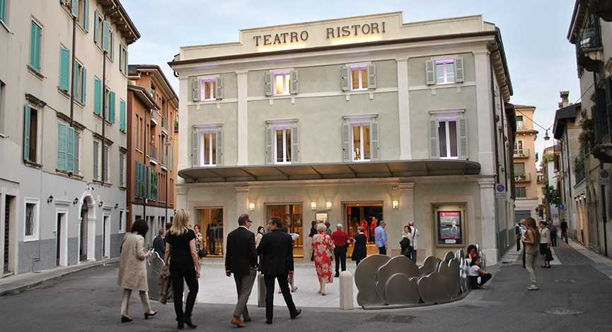 Les nouveaux théâtres de Vérone