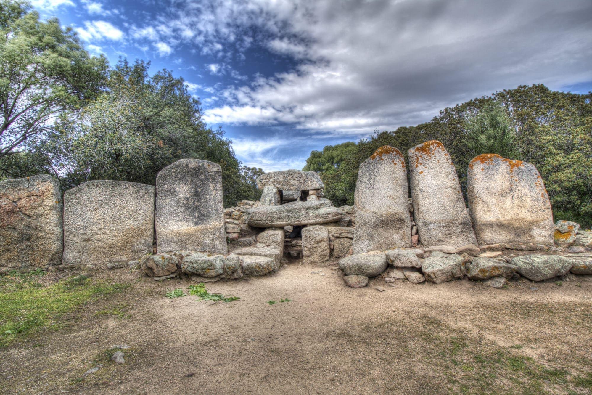 Las tumbas de los gigantes